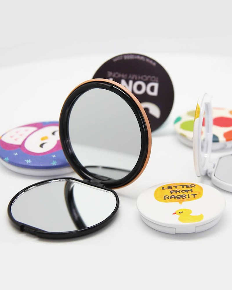 Button Badge with Compact Mirror (Soft Touch)